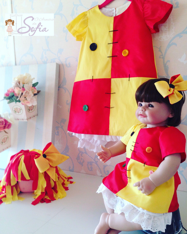 517c368abb Fantasia Emilia. kit com vestidinhos + laçarotes + peruca da criança R$ 200,