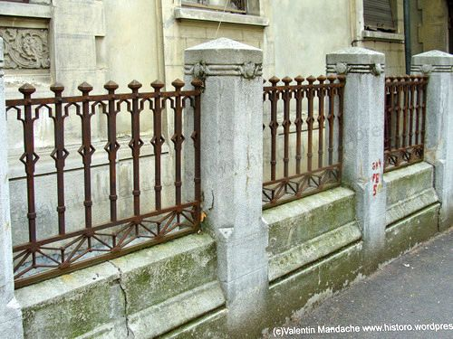NeoRomanian style fence, Bucharest in 2019 Cool