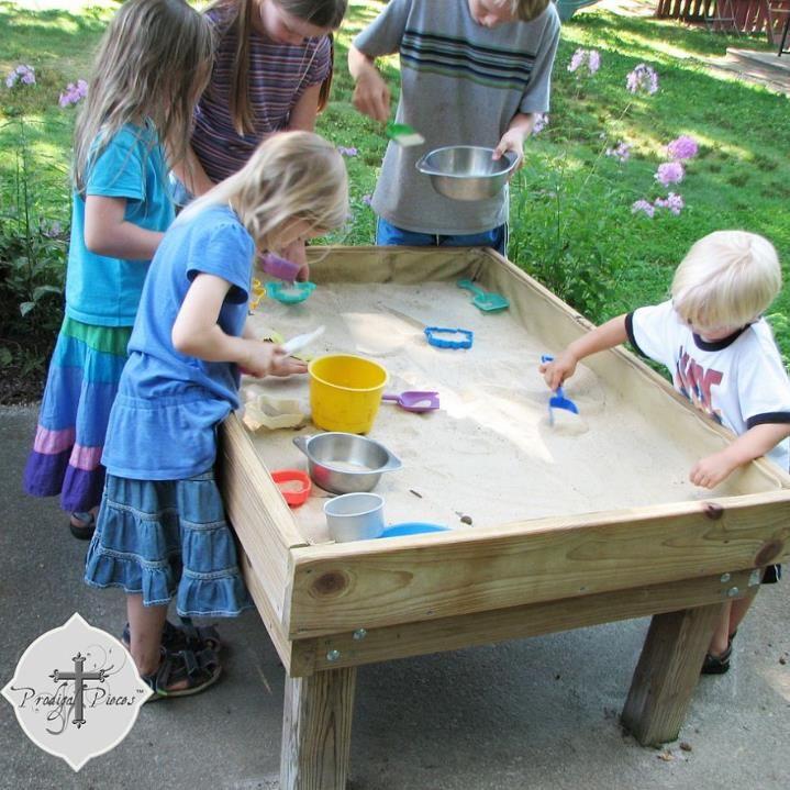 backyard fun diy style 1 sand table kiddos pinterest jeux exterieur enfant et aire. Black Bedroom Furniture Sets. Home Design Ideas