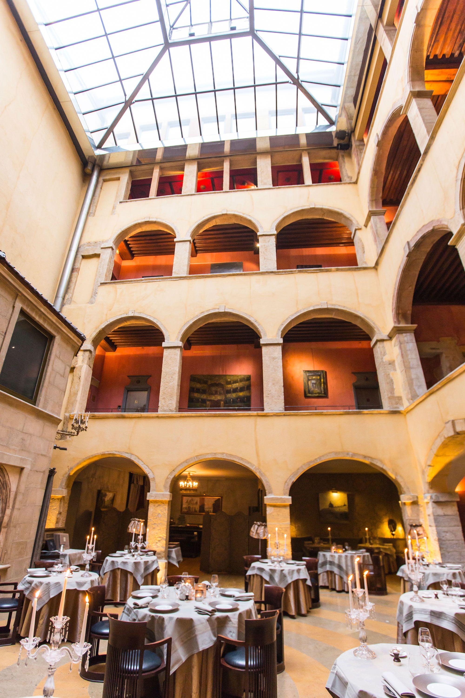 Hotel 5 Etoiles A Lyon Avec Images Cour Dauphin Restaurant