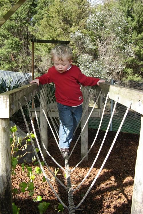 diy homemade rope bridge ideas newnise outdoor fun pinterest spielpl tze spielger te. Black Bedroom Furniture Sets. Home Design Ideas