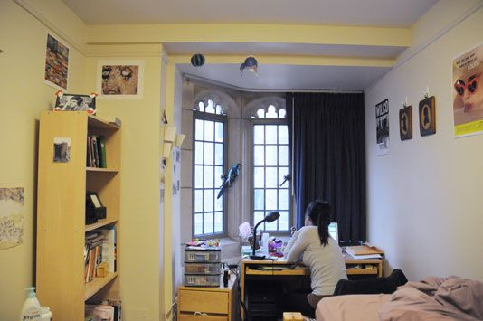 Single Dorm Room Ideas Colleges Small Spaces