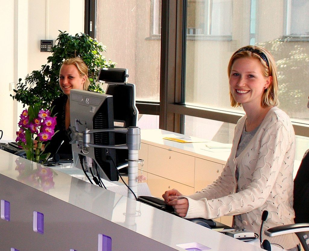 19 Secrets Hotel Staffers Wish You Knew Receptionist Jobs Receptionist Employee Handbook