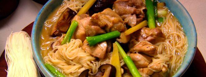 Zeste | Soupe de nouilles au poulet et au gingembre à la taïwanaise