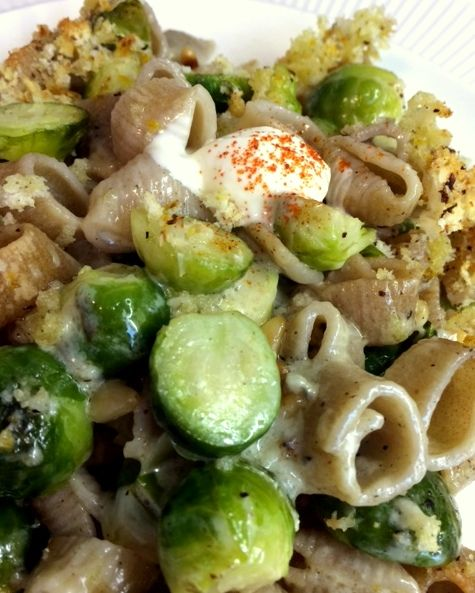 Bijzondere combi: pasta met spruitjes in de oven gegratineerd