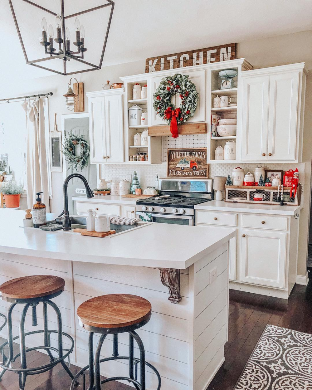 9 indoor christmas decorations to give your home that holiday spirit farmhouse kitchen decor on farmhouse kitchen xmas id=57284