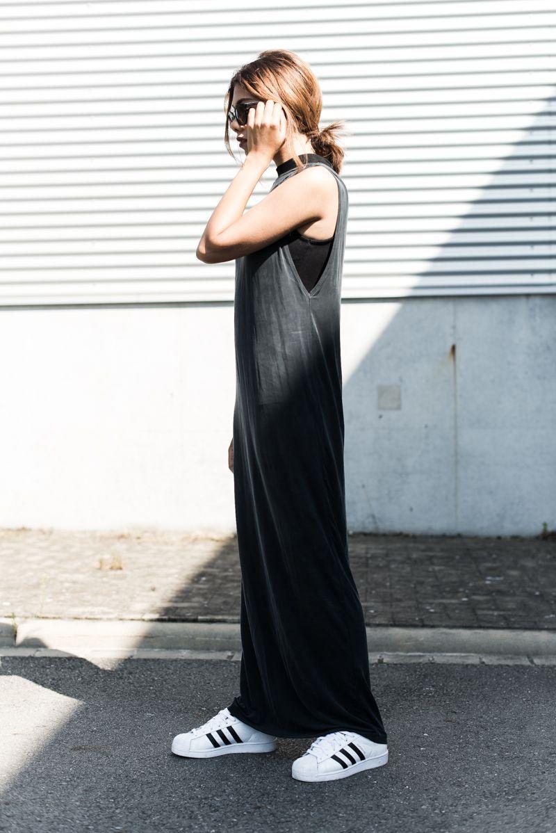 37a80ef489b8 Maxikleid mit Sneaker kombinieren   minimalism   Pinterest   Kleider ...