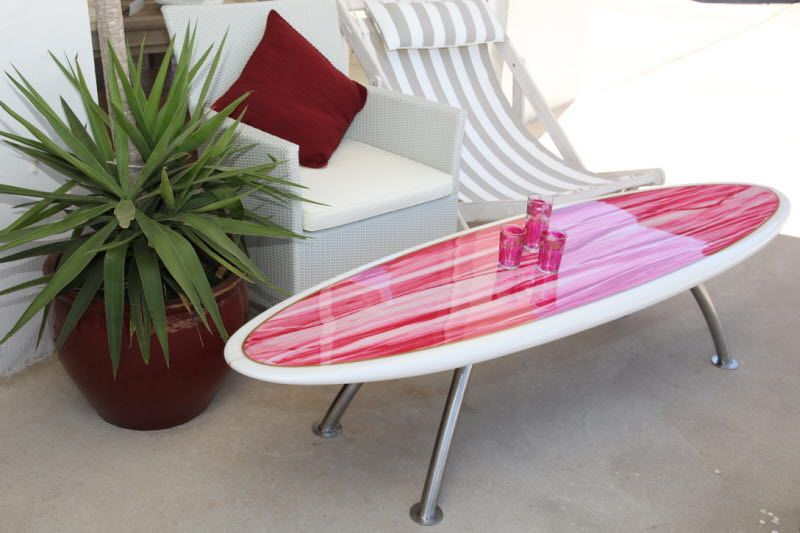 Surfboard table. More here: http://www.completely-coastal. - Surfboard Table. More Here: Http://www.completely-coastal.com/2009
