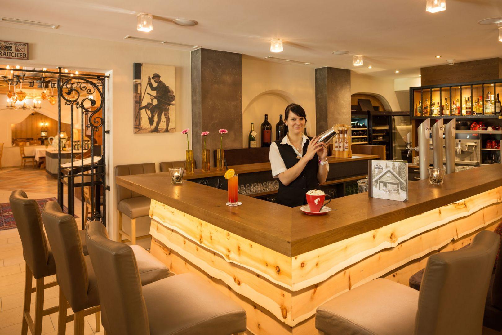 Rustikale Bar miami bar falkensteiner hotel spa jesolo renderings
