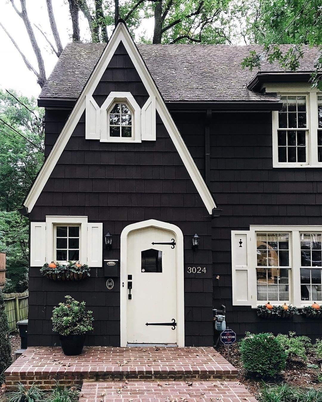 Uniqfind On Instagram This Scandinavian Inspired Cottage Has Our Hearts Via Austinrutland House Exterior House My Dream Home