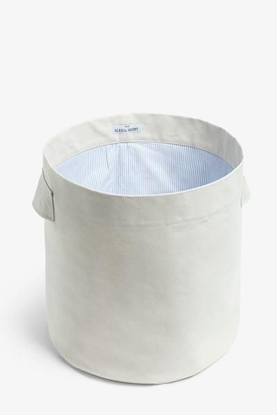Medium hamper in 100% Cotton canvas and lined with our iconic blue striped oxford cotton. Functional and chic. Made in Canada. Free Shipping.
