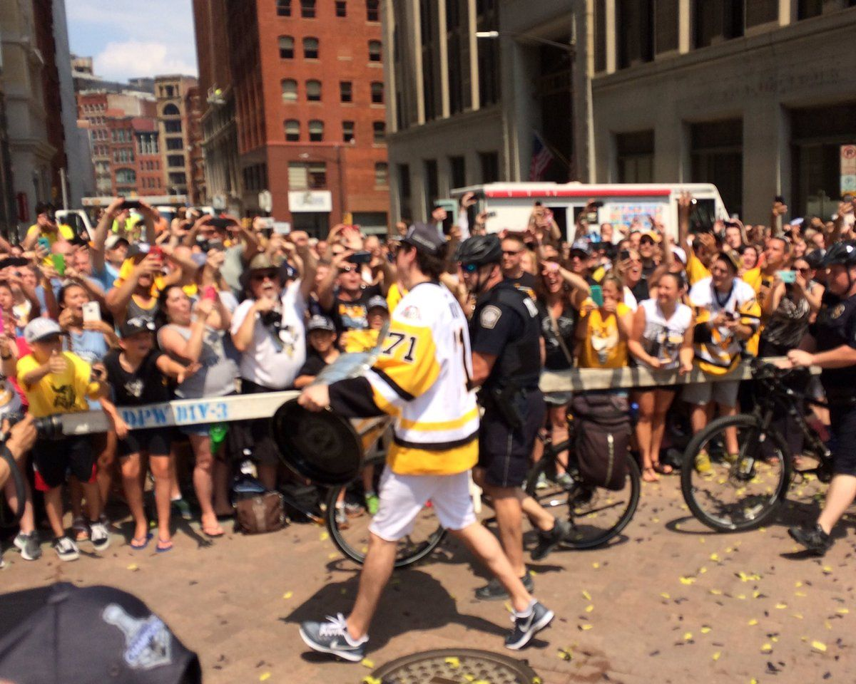 WPXIVerified account WPXI Geno walks down Grant and