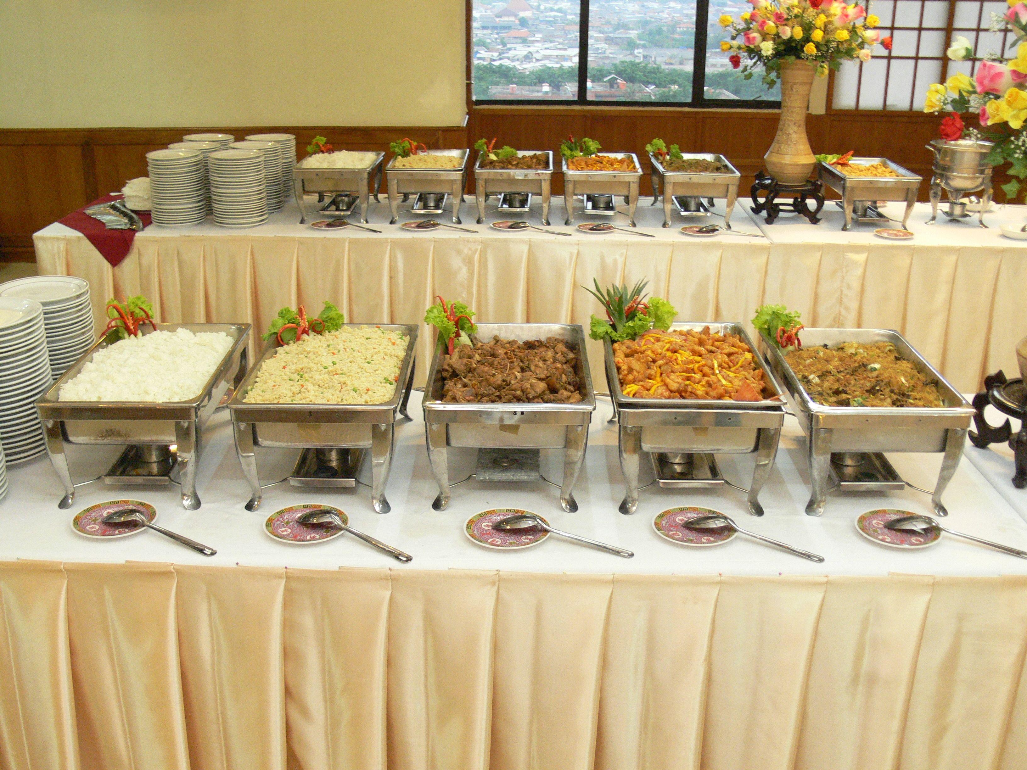 Buffet Table Setting Arrangement Cheap Wedding Food Diy Wedding