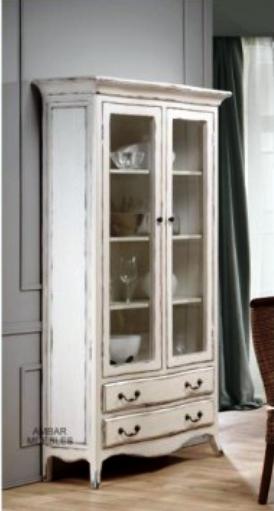 En busca de la vitrina vintage perfecta decoracion for Muebles antiguos restaurados