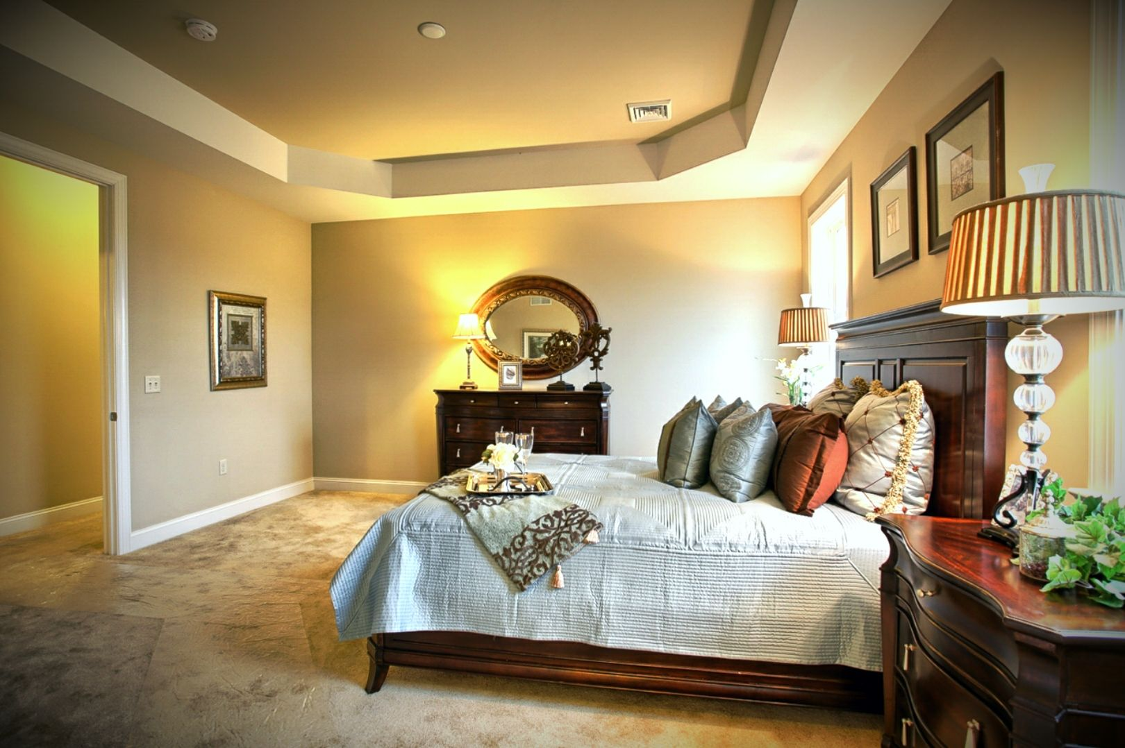 Best Large Master Bedroom Suite With Tray Ceiling Adjoining 400 x 300