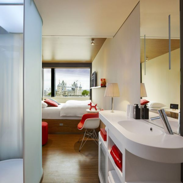 CitizenM Room At CitizenM Tower Of London Hotel CitizenM Tower Of - Citizenm london bankside by concrete architectural associates