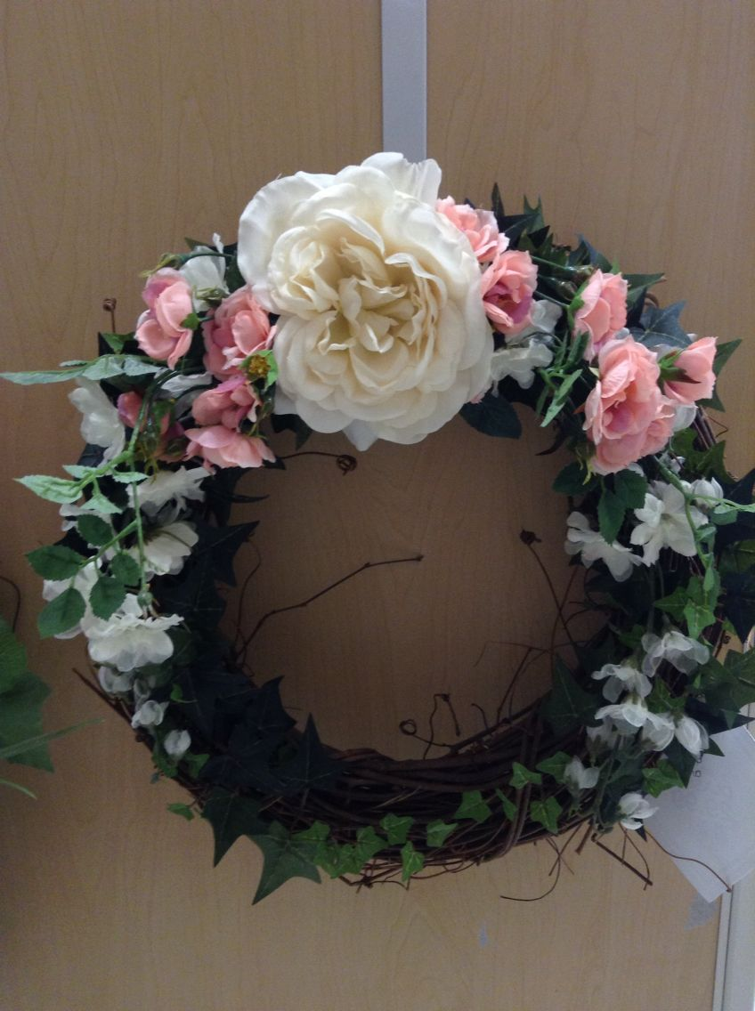 Small wreath with pink and cream