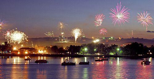 Fireworks by South Dakota 2010, via Flickr