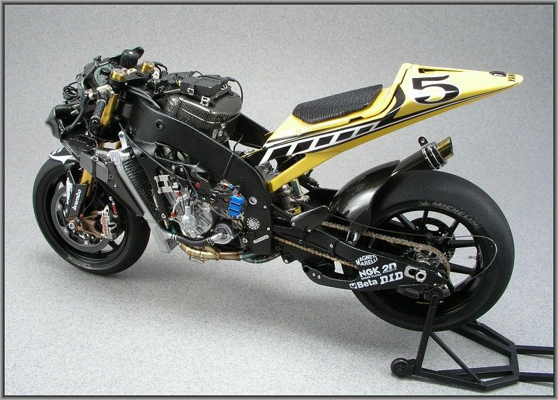 Colin Edward's 50th Yamaha M1 in detail - Automotive Forums .com Car Chat