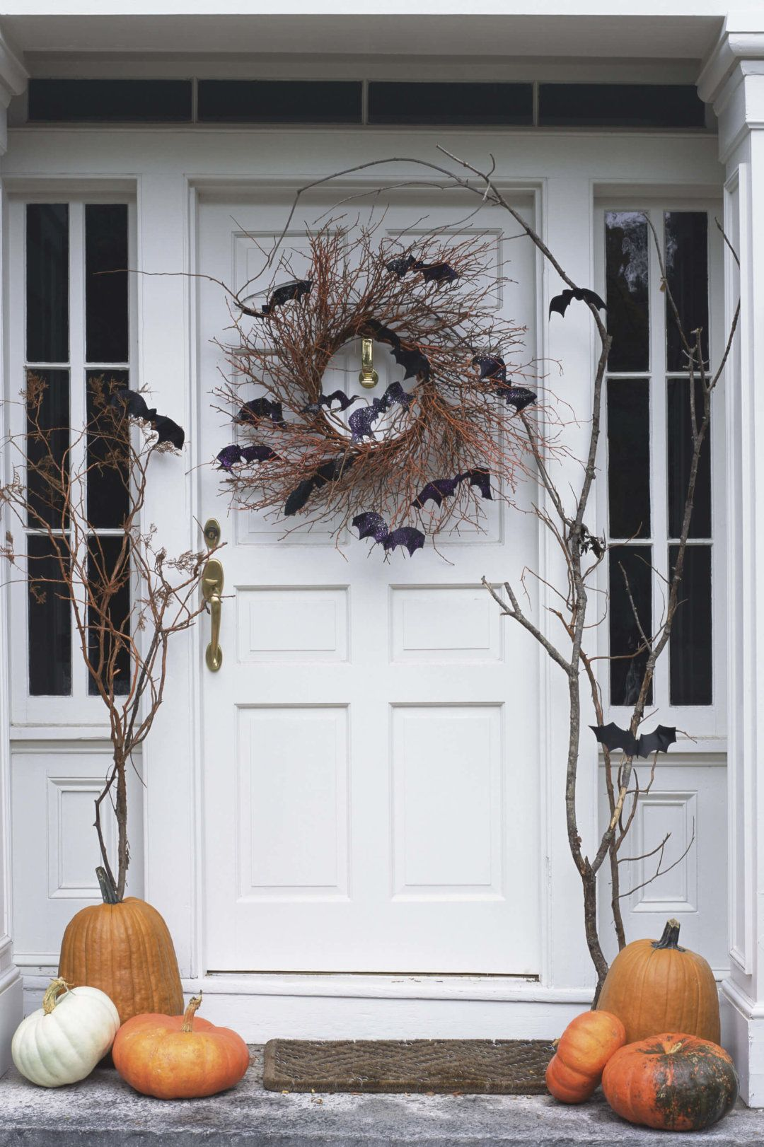 4 Chic Fall Decor Ideas Pinterest Halloween porch, Halloween - Front Door Halloween Decoration Ideas