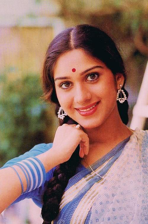 Meenakshi Seshadri  Bollywood In 2019  Indian Actresses, Actress Anushka, Indian -6760