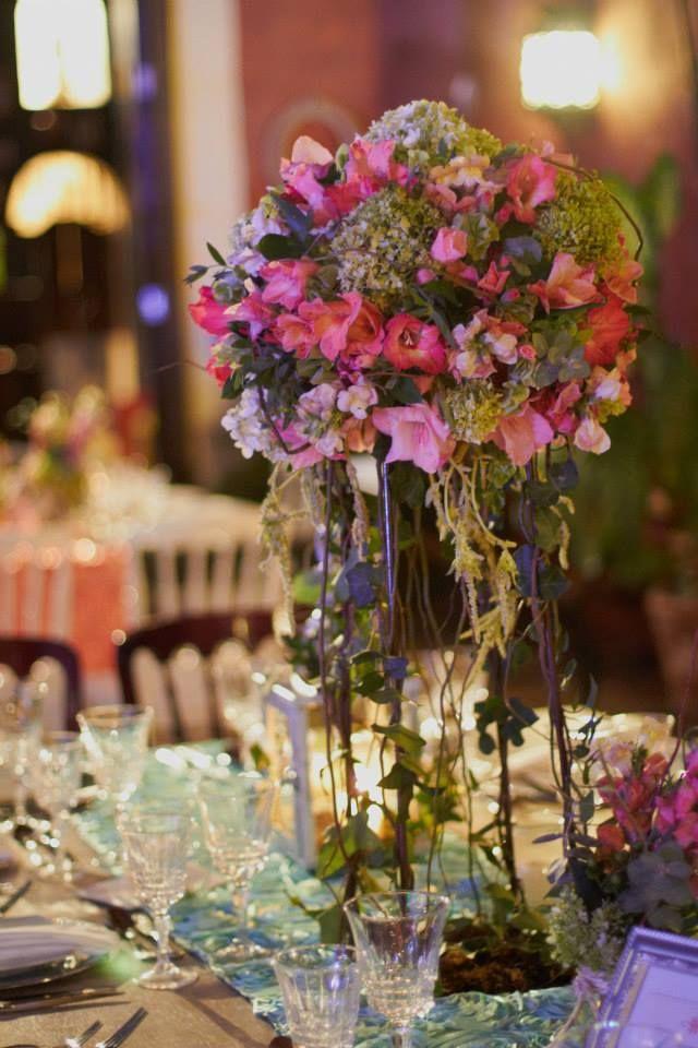 Centro de mesa para boda orgánica con arreglos de flores en tonos - arreglos de mesa