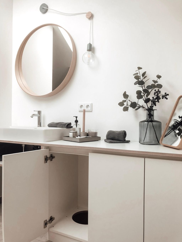 Badezimmer Einrichten Ideen Fur Jede Grosse In 2020 Badezimmer Wascheabwurf Und Wascheschacht