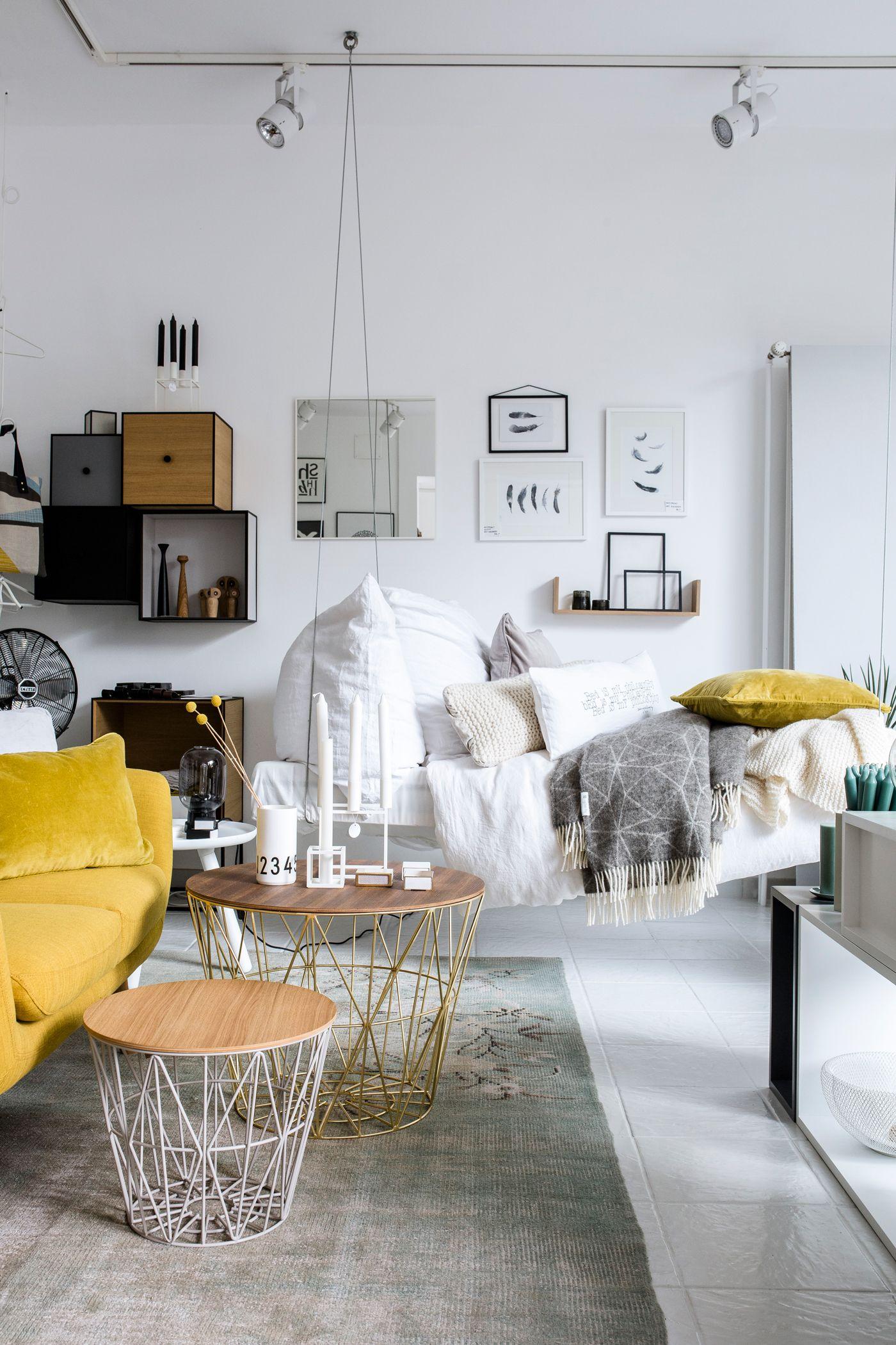 Un Joli Canapé Suspendu Et Une Déco Très Soignée PIÈCE SALON - Canapé convertible scandinave pour noël objet deco salon moderne