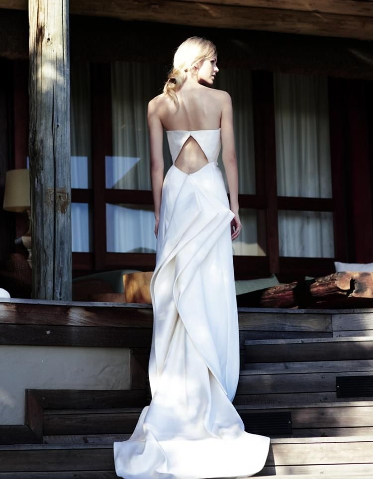 Amanda Wakeley stockists | Wedding Dress Designers | Ideal Bride Magazine