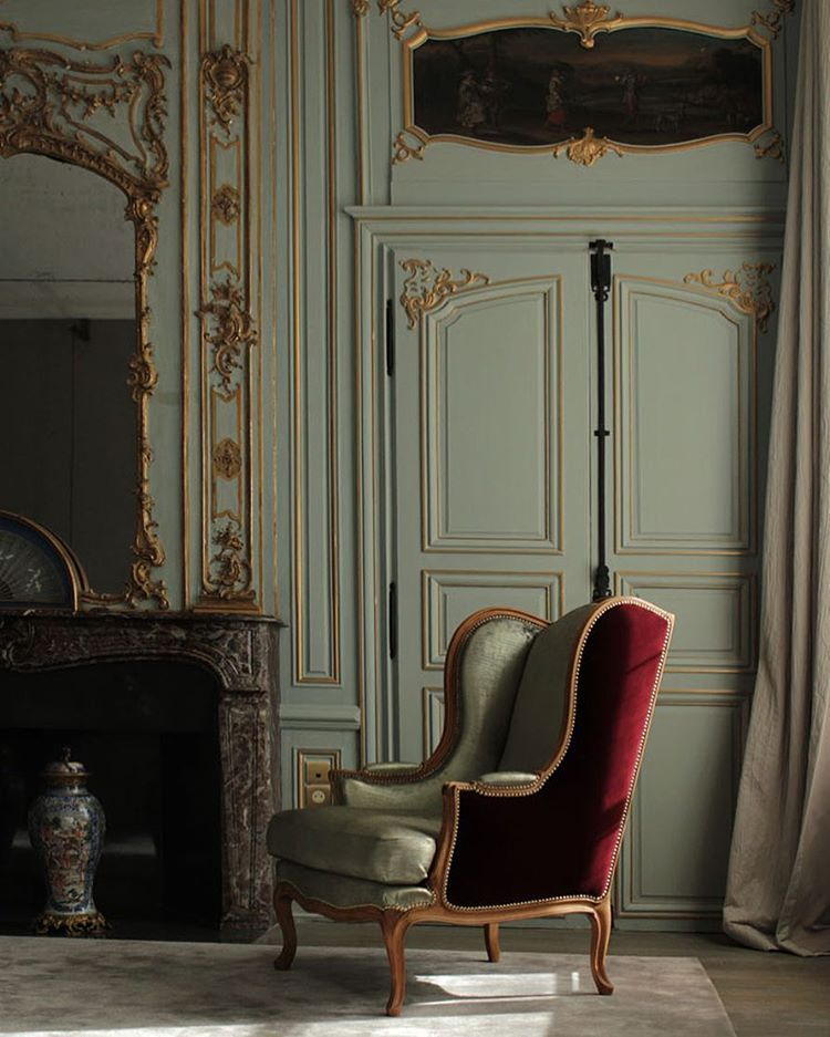 Panelling Hotel Du Marc Veuve Cliquot Reims Love The 18th C French Panelling Notice The Beautiful U Interieurs Francais Mobilier De Salon Boiserie