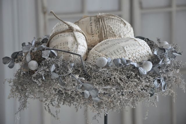 Interesting nest and wonderful hand made eggs.