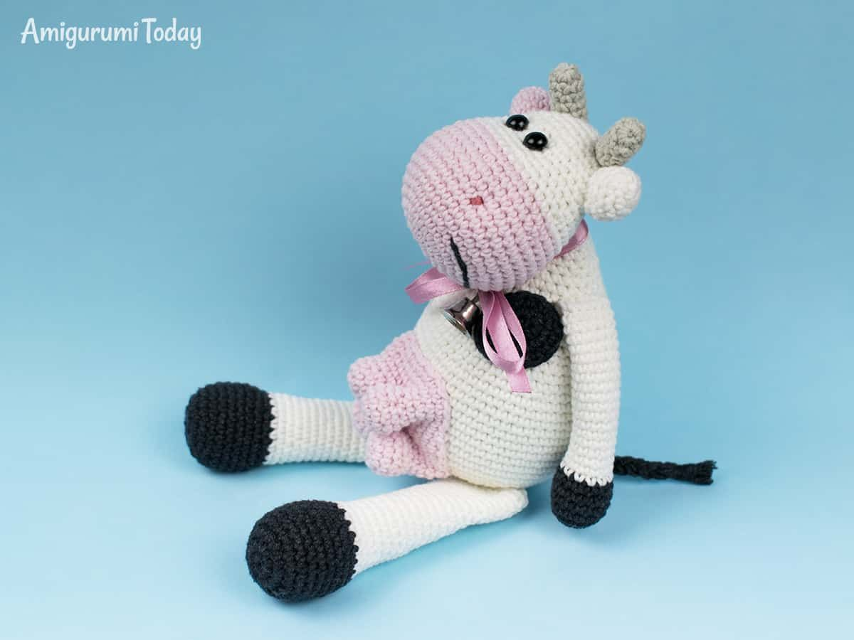 Crochet doll in Hello Kitty costume - Amigurumi Today | 900x1200
