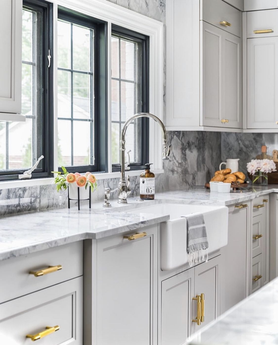 Seamless Counter And Backsplash Grey Shaker Kitchen Light Grey Kitchens Kitchen Renovation