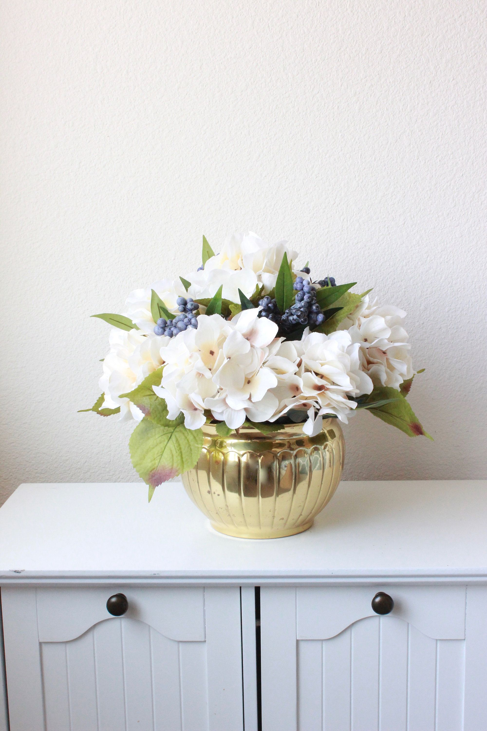 hydrengia vases | Blue Hydrangea In A Glass Cylinder Vase ... |Country Hydrangeas Vase