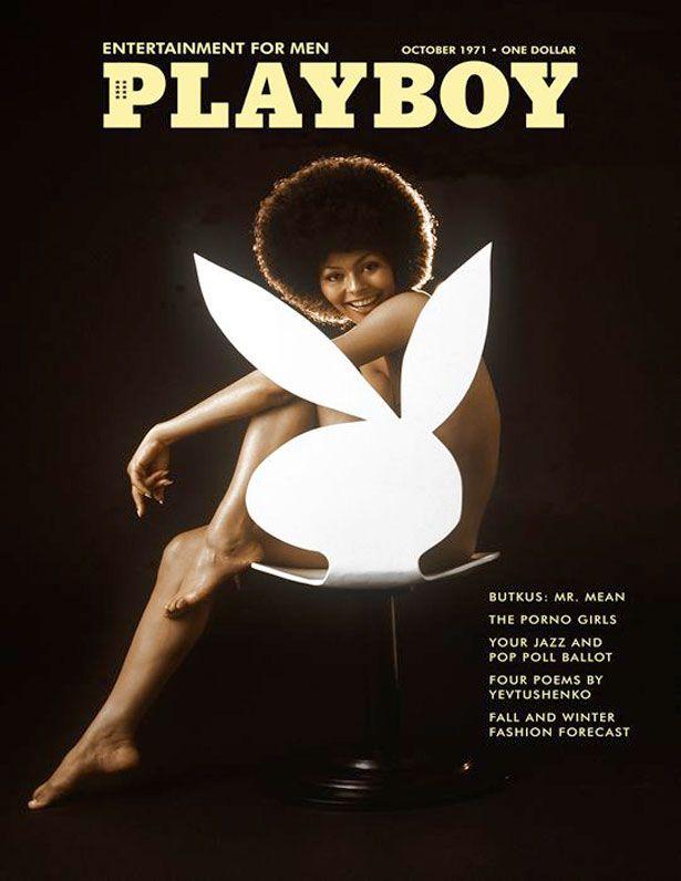 """PLAYBOY, Octubre 1971:  """"PRIMERA CHICA PLAYBOY AFRO-AMERICANA"""".  Como bien describe el título, en la portada de esta revista sale la primera mujer afro-americana en posar para PLAYBOY, un acontecimiento relevante para las mujeres en aquellos días. La modelo es Darine Stern, con un estilo de afro muy clásico."""