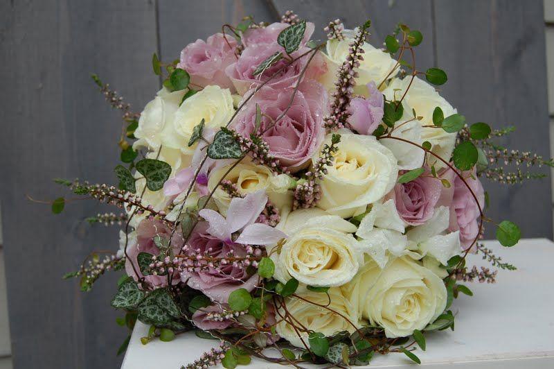 Brudebukett roser lilla hvit