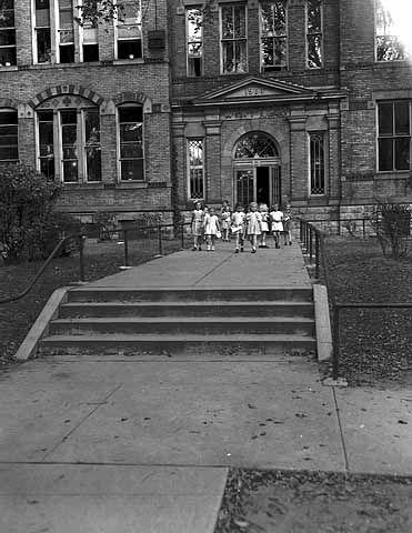 Whittier School, 2625 Blaisdell Avenue, Minneapolis, 1946. Built ...