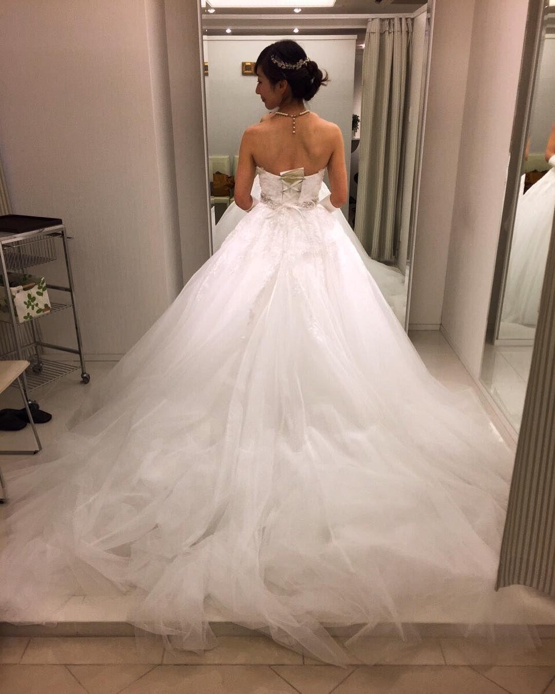 dc864139a8ba3 チュールの広がる後ろ姿が素敵なドレスやった ウェディングドレスにこんなに種類が