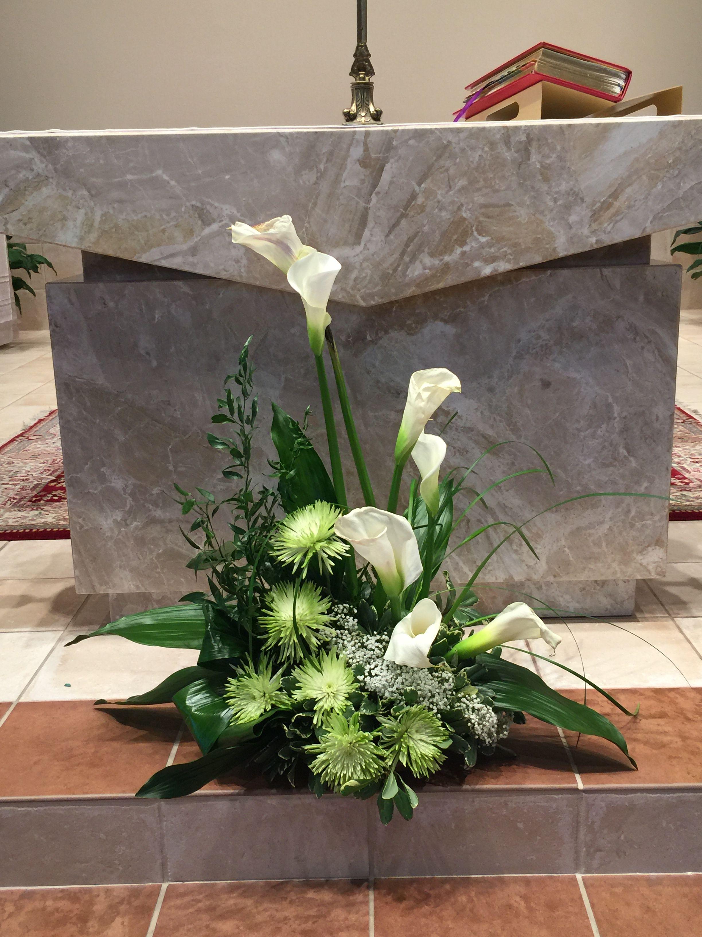 Blumenschmuck Kirche Altar