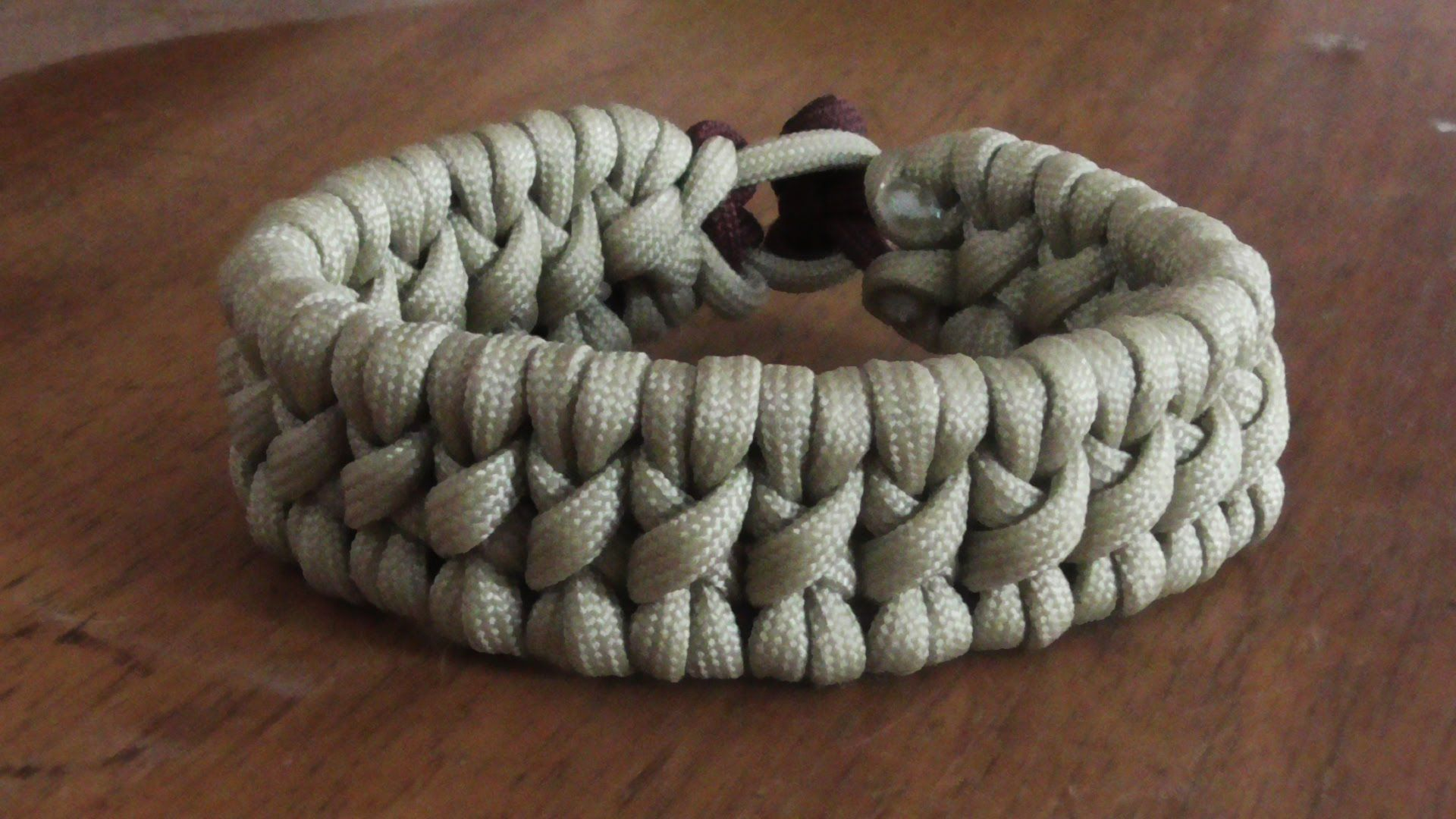 How To Make A Tyrannosaurus Rex Paracord Survival Bracelet Without