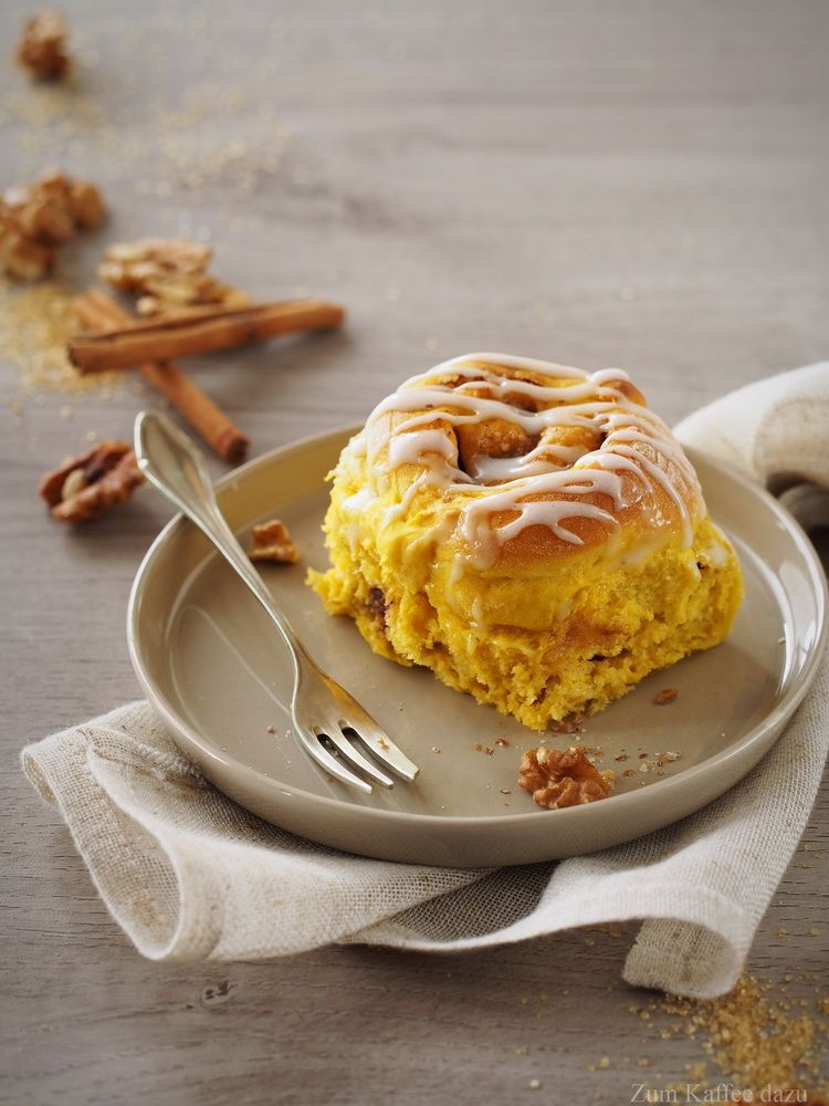 Photo of The endurance test or cinnamon rolls with pumpkin and walnut – with coffee