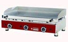 http://scheie.no/storkjokkenutstyr/koke-og-stekeutstyr/grill-og-fast-food-utstyr/flatgriller/flatgrill-gass-slett-topp-3-soner-maal-84x50x32h-9kw