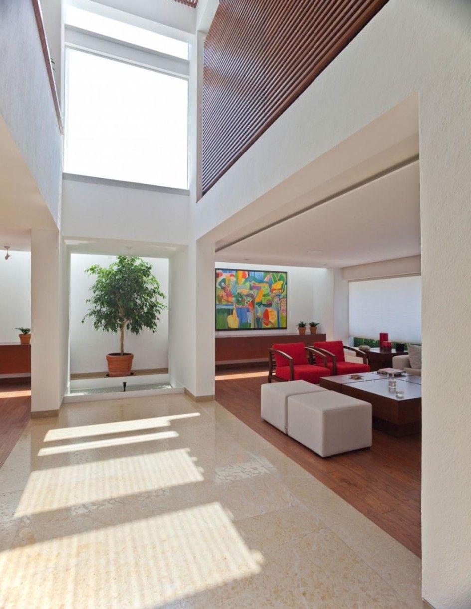 Living Room with High Ceiling and Skylight Ideas para el hogar