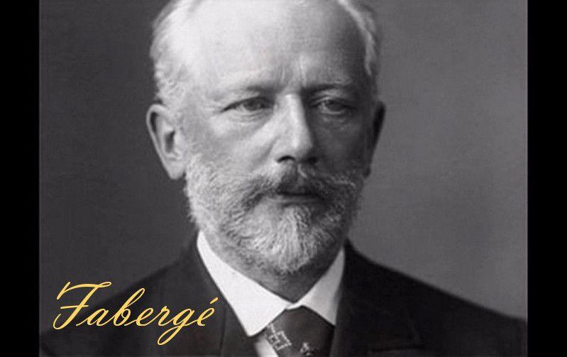 CARL PETER FABERGÉ - (1846-1920) Vlastním jménem Carl Gustavovich Fabergé, nejslavnější petrohradský zlatník. V rozmezí let 1885 až 1918 vyrobil pro poslední dva cary Alexandra III. a Mikuláše II. zlatá velikonoční vejce zdobená drahokamy a perlami. Vejce se dají otevřít, jsou v nich cenné miniatury, například kočárů, vlaků či lodí. Patří k nejvzácnějším pokladům z doby carského Ruska. Cena dosahuje milionů korun. Jejich sbírka je k vidění v petrohradské Ermitáži.