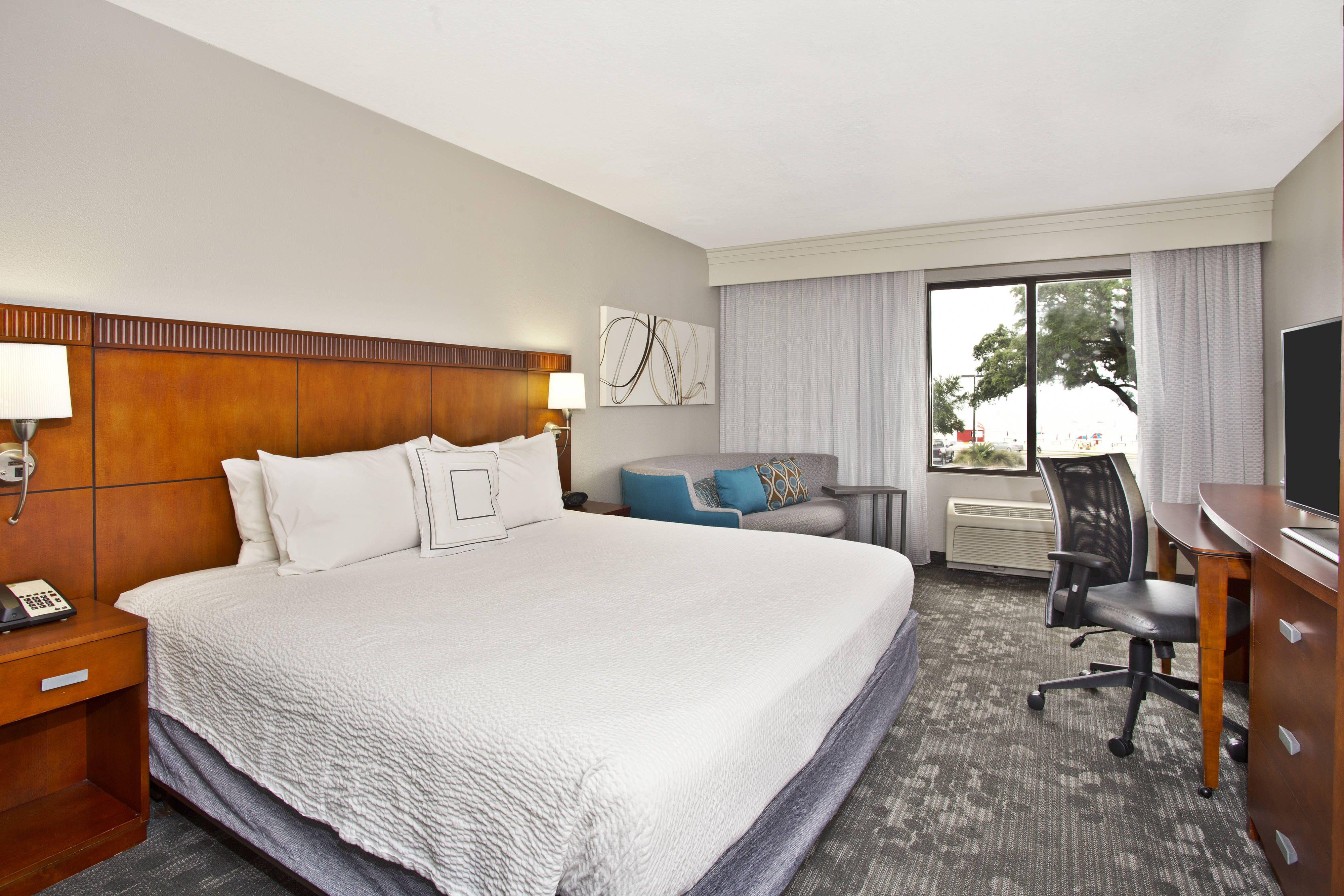 Courtyard Gulfport Beachfront King Guest Room Gulf View