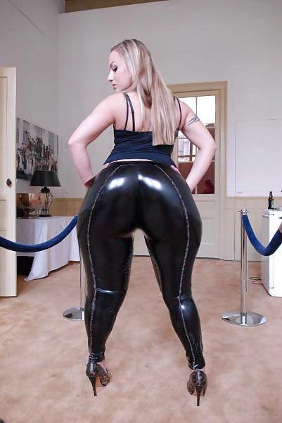 Tall ebony milf in leggings