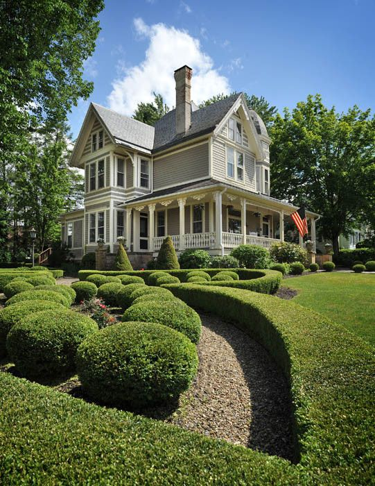 NEW PRICE. 599,000. Beautiful Bed & Breakfast in the New