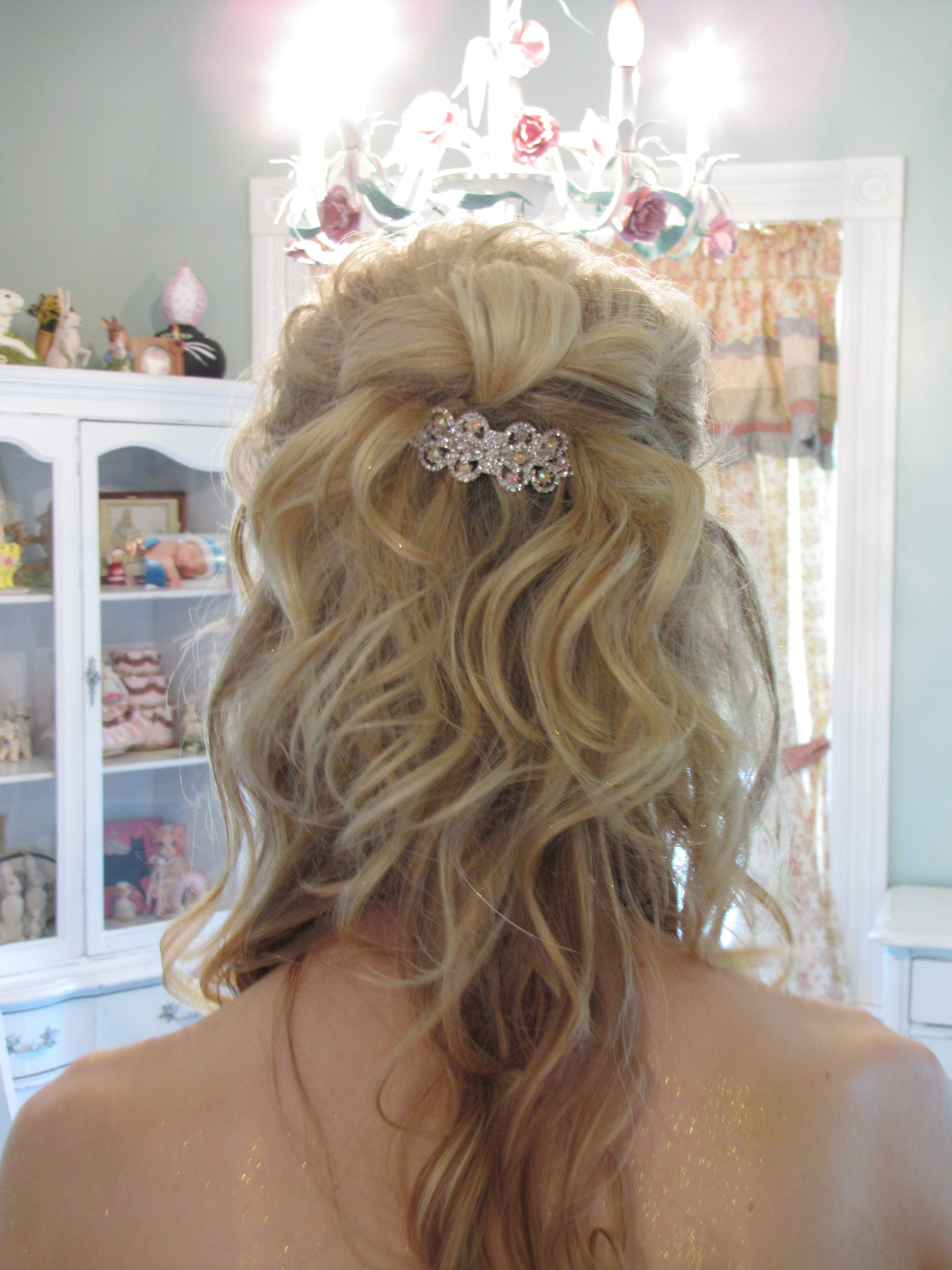 hair bow with lose curls cute