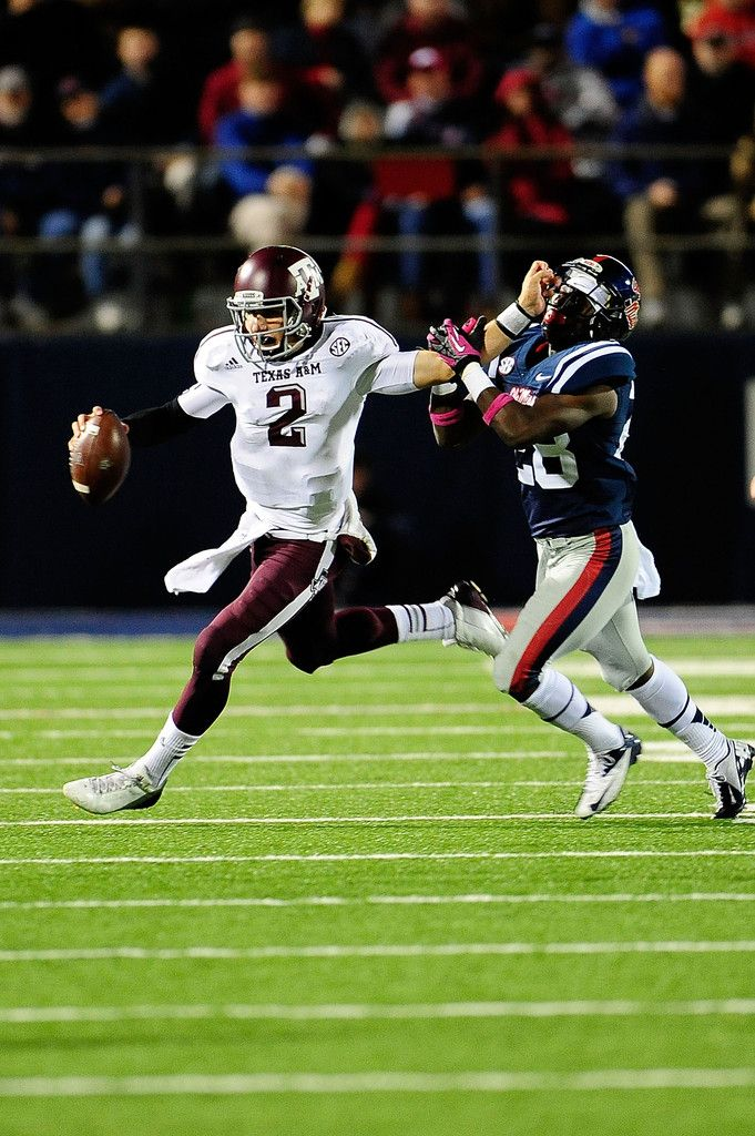 Johnny Manziel 2 Of The Texas A M Aggies Stiff Arms Lakedrick King 28 Of The Ole Miss Rebels During A Game At Vaught Johnny Manziel Nfl Draft Aggie Football