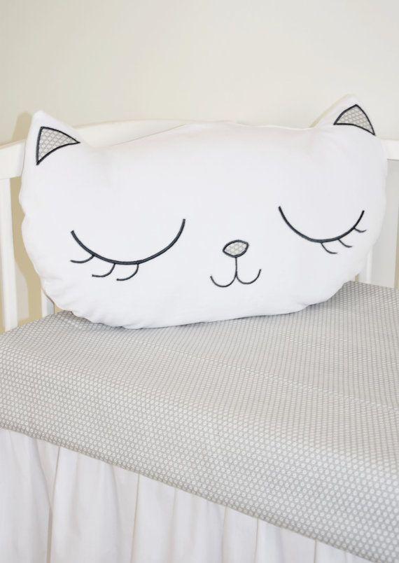 Kitty Cat Pillow, White Plush Kittie Face Cushion | mundo da manucha ...